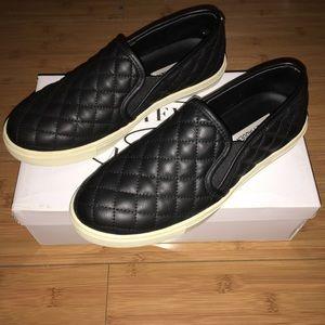 Steve Madden Sneakers 🖤
